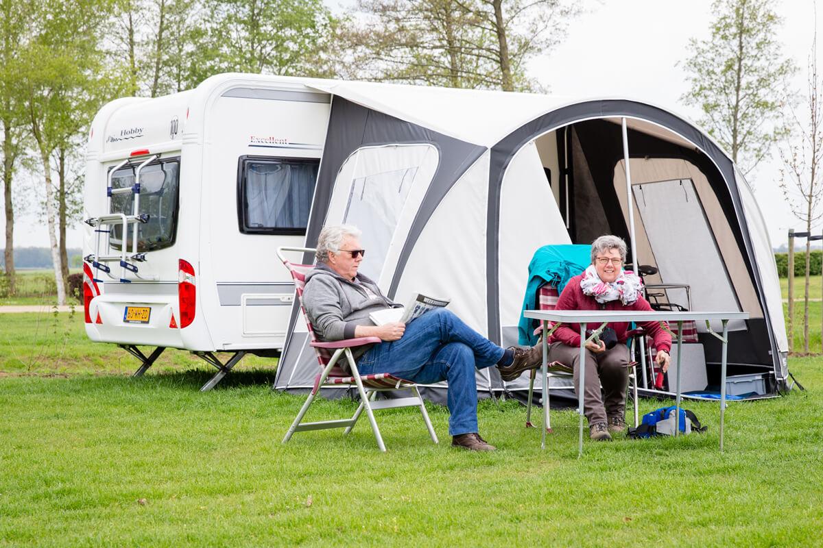 kampeerplek caravan groot besselink. Black Bedroom Furniture Sets. Home Design Ideas
