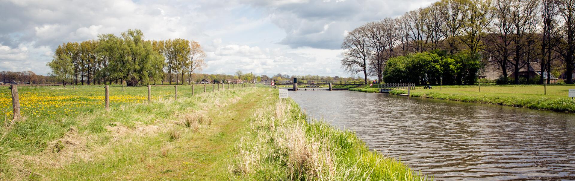 Uitzicht op Almen en de rivier de Berkel.