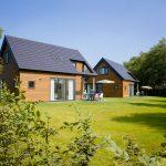 twee vakantie villa's met tuin gras en uitzicht
